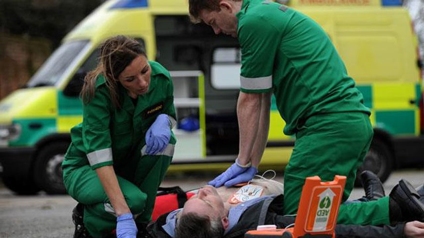 Contoh Prosedur Menggunakan Defibrillator Otomatis (AED)