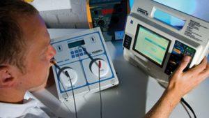 Bagaimana Cara Kalibrasi Defibrillator ? Baca Keterangannya Di Sini.